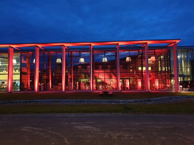 Toner som varmer |HT - Hålogaland Teater